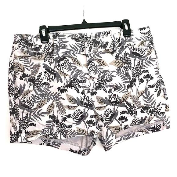 Old Navy Pants - Size 14 Regular Old Navy Gray Floral print short